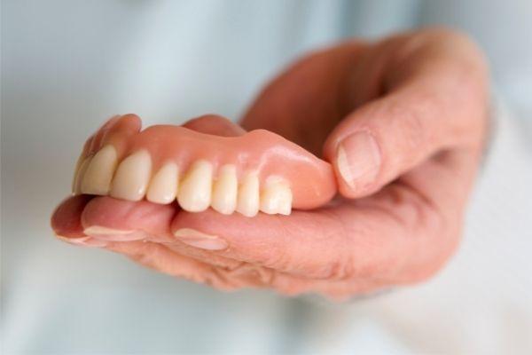rotura-de-protesis-dental-como-arreglar-protesis-dental-rota