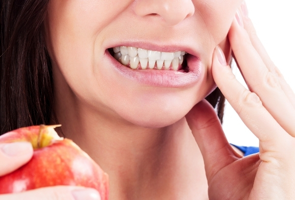 evitar-que-se-rompa-una-carilla-dental